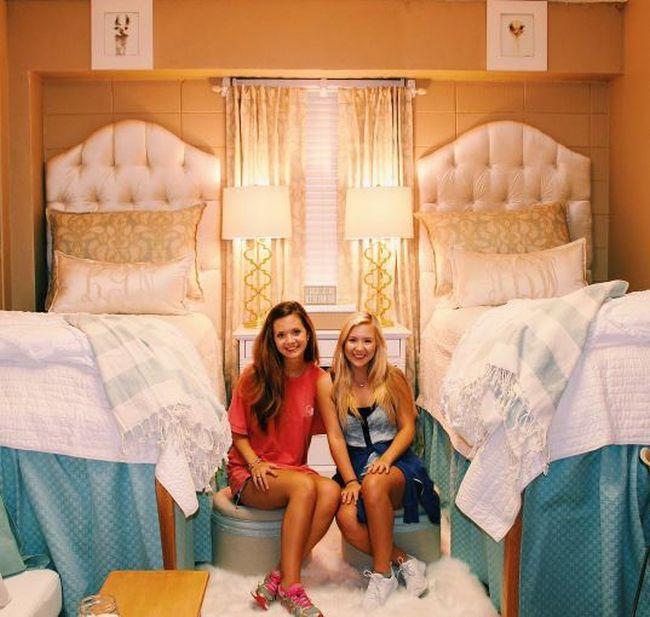 Роскошная комната американских первокурсниц поразила пользователей сети (3 фото)