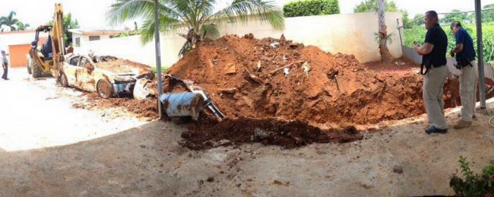 В Пуэрто-Рико пенсионер закопал Lexus, чтобы получить страховку (4 фото)