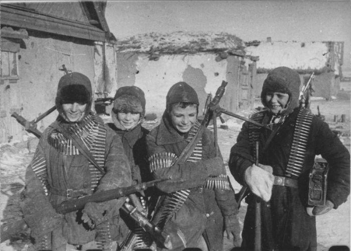 Храбрые подростки, защитившие родную деревню от фашистов (3 фото)