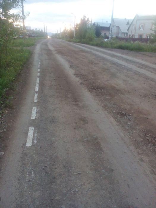 В Красноярском крае тоже любят наносить дорожную разметку поверх грязи (4 фото)