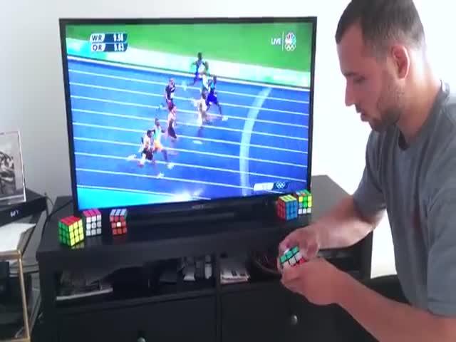 Мастер по сборке кубика Рубика соревнуется в скорости с Усэйном Болтом