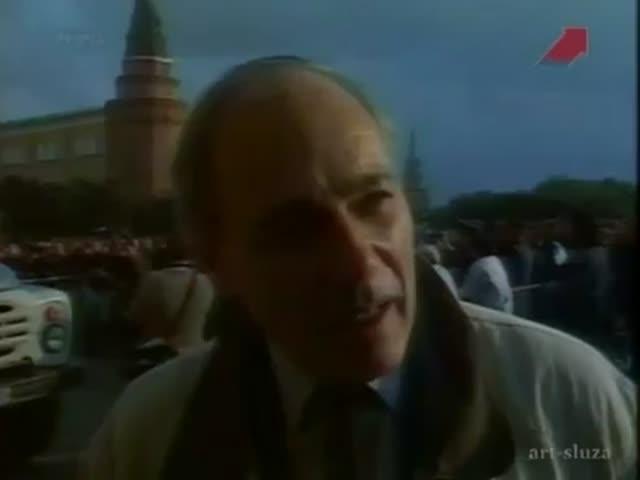 Владимир Познер дает интервью во время путча 1991 года