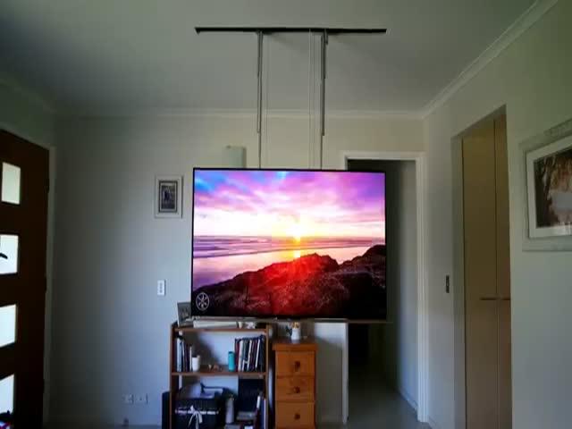 Выдвижной потолочный телевизор