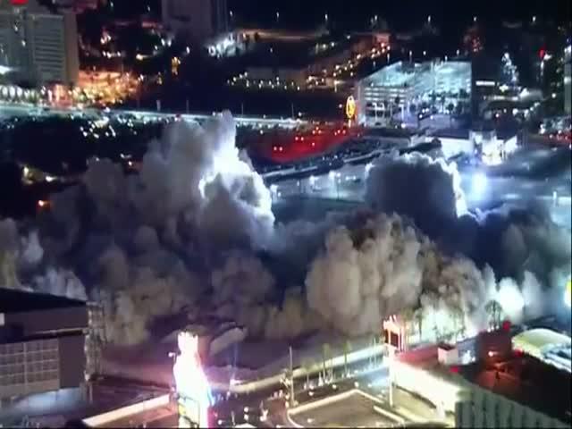 В Лас-Вегасе снесли отель Riviera