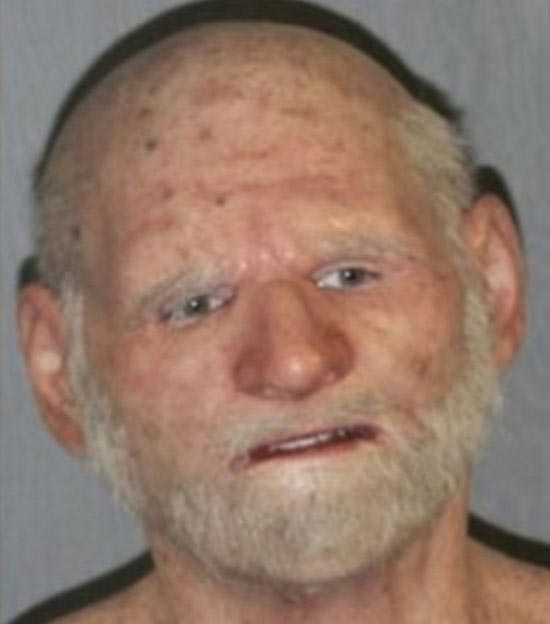 В США задержали наркоторговца, скрывавшегося под маской старика (3 фото)