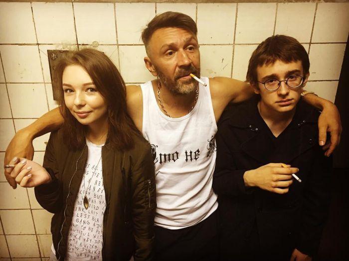 Сергей Шнуров опубликовал фото со своими детьми (2 фото)