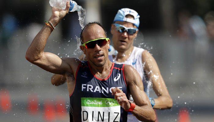 Олимпийский конфуз французского легкоатлета Йоанна Дини (3 гифки)