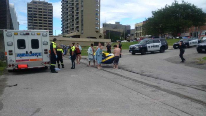 1500 американцев, участвовавших в сплаве по реке, случайно очутились в Канаде (4 фото + видео)