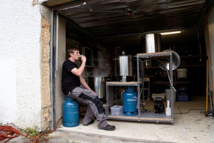 Бельгийские домашние пивовары за любимым занятием (15 фото)