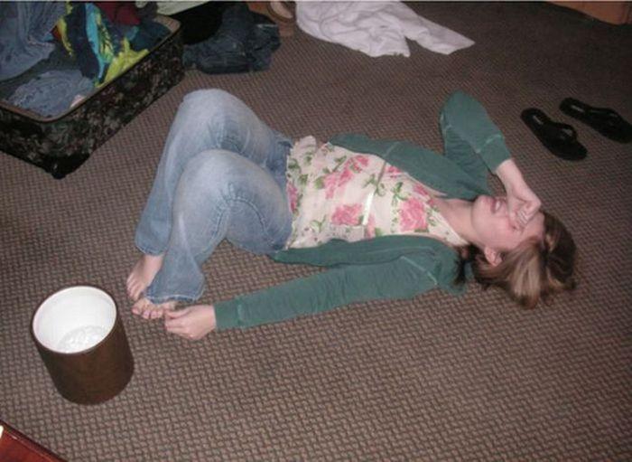 Девушки корчатся от боли после удара мизинцем (18 фото)