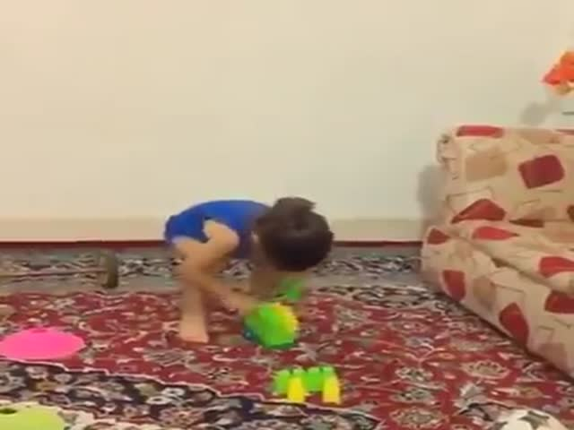 Юная акробатка