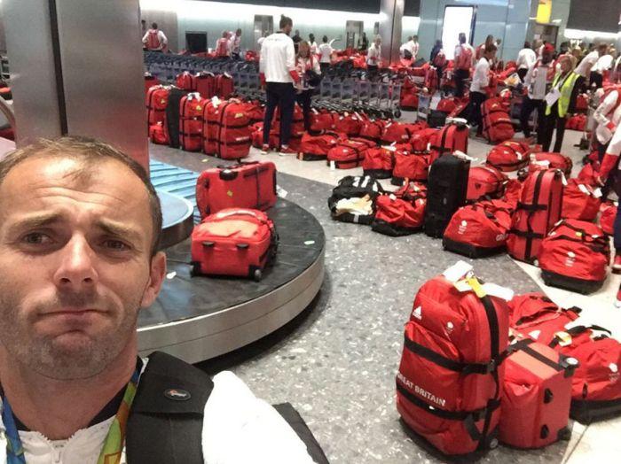 Британские олимпийцы не смогли найти свой багаж (3 фото)