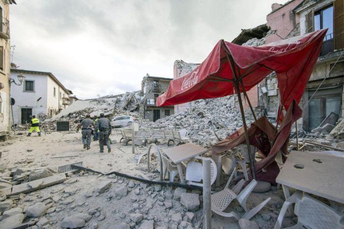 Землетрясение магнитудой 6,3 балла в Италии (27 фото)