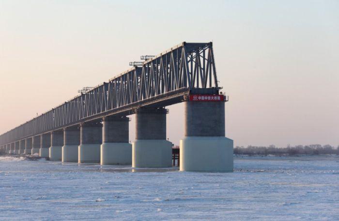 Российско-китайский мост через реку Амур построен лишь наполовину (фото)