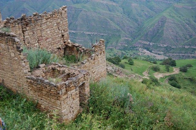 Заброшенный аул в дагестанских горах (25 фото)