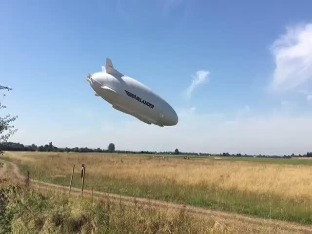 Дирижабль Airlander 10 столкнулся с землей