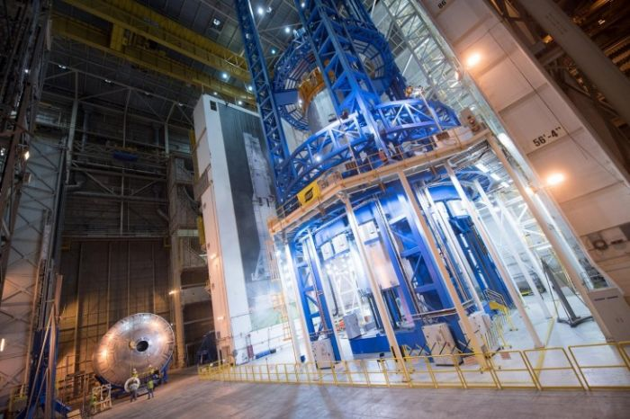 NASA показало процесс сборки бака для самой мощной ракеты (16 фото + видео)
