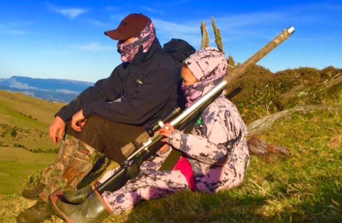 Охотник из Новой Зеландии скормил сердце только что убитого оленя 8-летней дочери (фото)