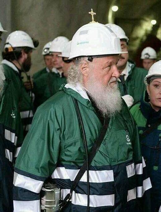 Каска патриарха Кирилла (2 фото)