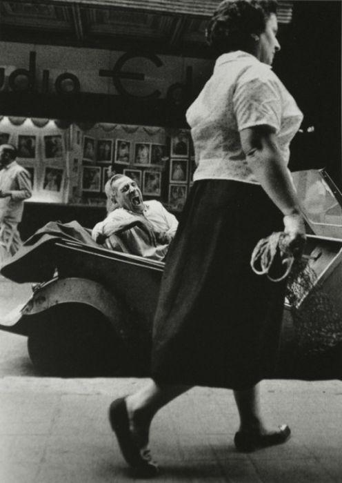Бедный квартал Барселоны в начале второй половины XX века (32 фото)