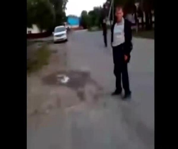 Подростки сняли на видео избиение нетрезвых людей