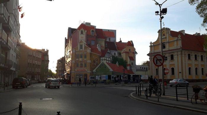 Красивый дом и эффектный обман зрения (2 фото)