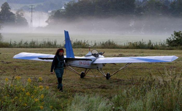 Чех построил самолет, чтобы летать на нем на работу (13 фото)