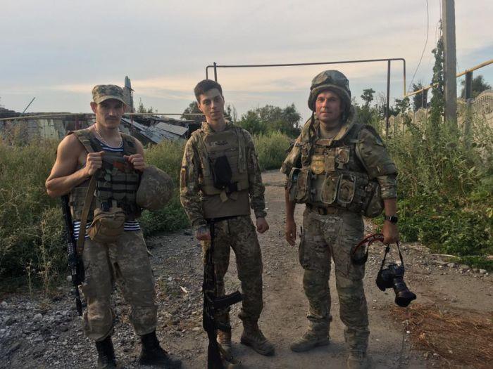 «Документальные» фото войны на Украине оказались постановочными (4 фото + видео)