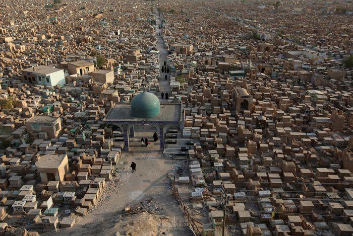 Иракское кладбище Вади ас-Салам - самое большое кладбище мира (15 фото)