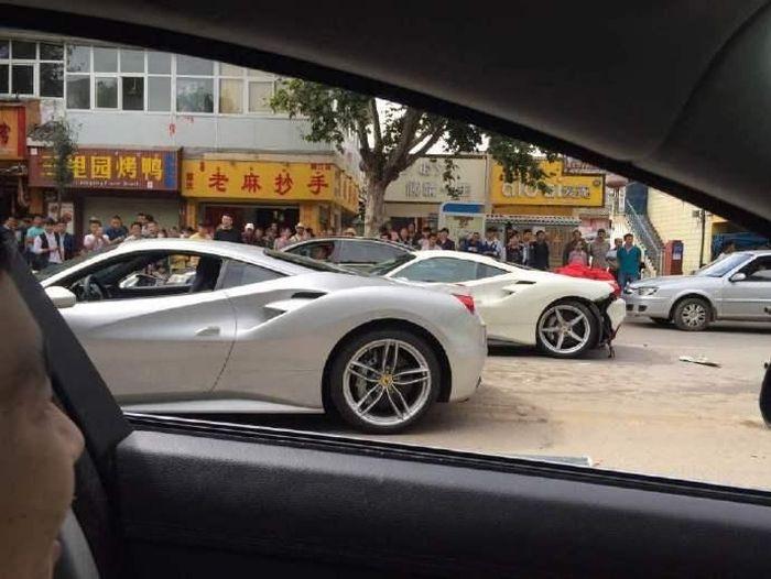 Пытаясь спасти щенка, китайцы разбили два суперкара Ferrari (10 фото)