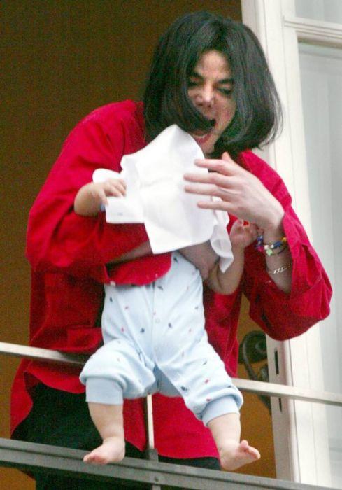 Жизнь Майкла Джексона в фотографиях (32 фото)