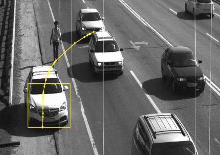 Автомобилист получил штраф за остановку на обочине по требованию инспектора ГИБДД (2 фото)