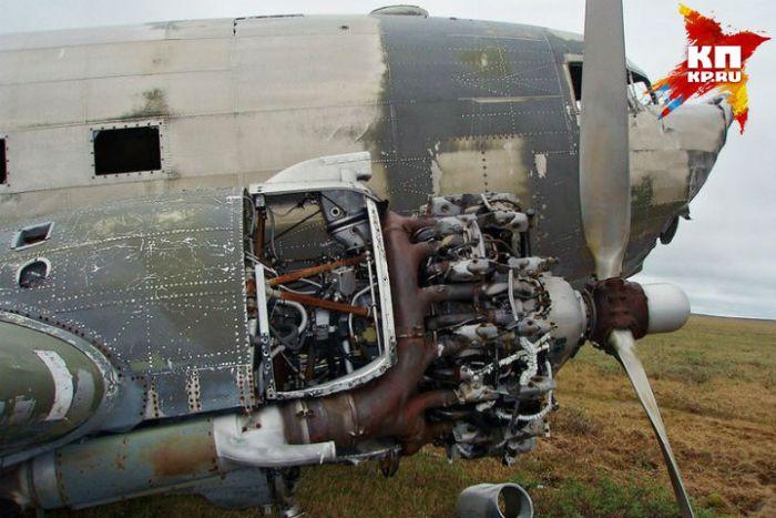 На обшивке самолета, рухнувшего 70 лет назад, нашли послания экипажа и пассажиров (3 фото)