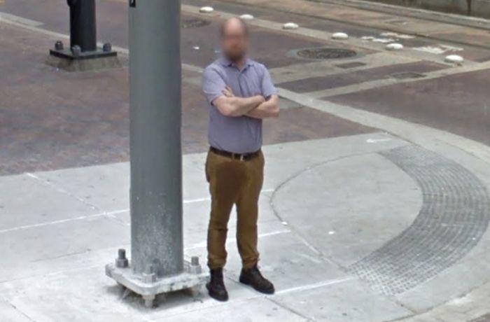 Неудачный день жителя Хьюстона на Google Street View (2 фото)