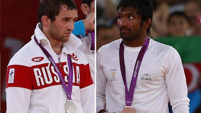 Борец из Индии отказался от олимпийской медали погибшего россиянина (фото)