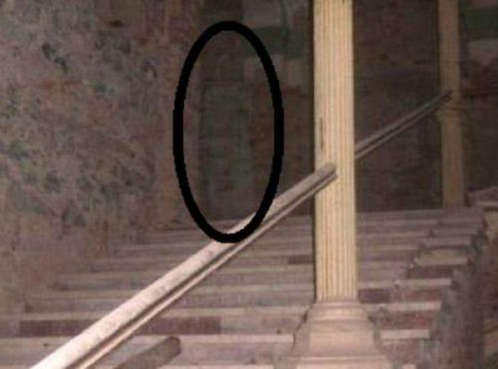 Наиболее известные снимки привидений (43 фото)
