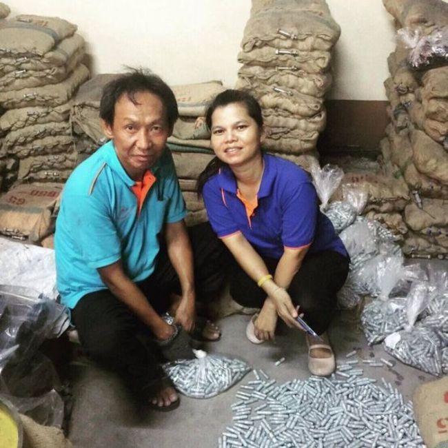 В Таиланде бездомный изменил свою жизнь, вернув утерянный кошелек хозяину (7 фото)