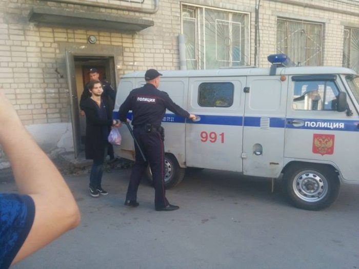 Блогера, ловившего покемонов в храме, арестовали на 2 месяца (2 фото + 2 видео)