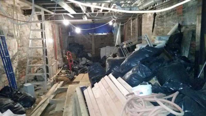 Житель Нью-Йорка создал бутафорский заднй дворик, чтобы замаскировать стройку (3 фото)