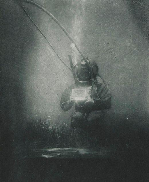 Одно из первых подводных фото (2 фото)