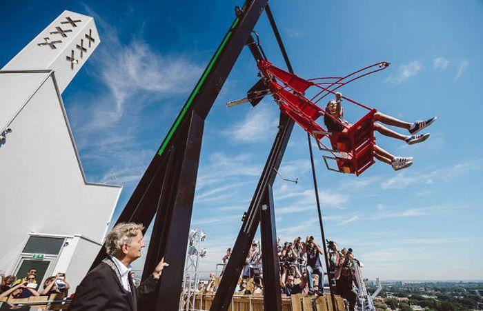 В Амстердаме появились самые высокие в Европе качели (14 фото)