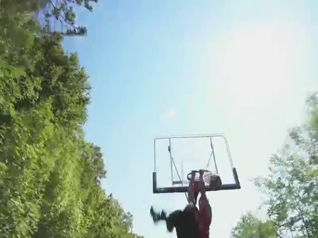 Акробатический баскетбол на поезде