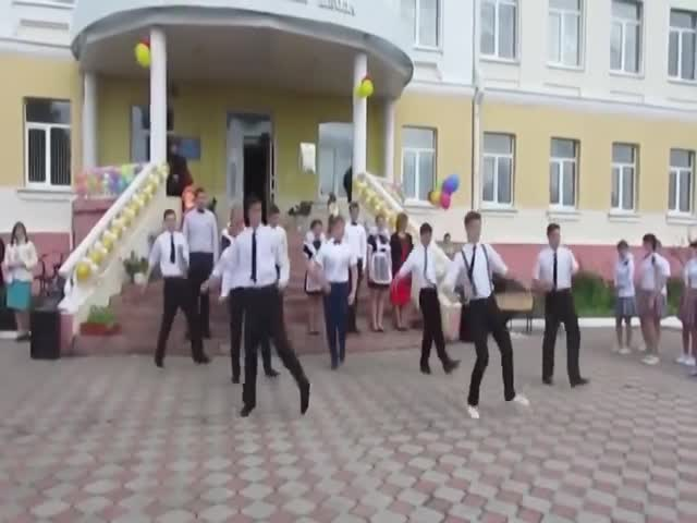 Танец школьников на 1 сентября