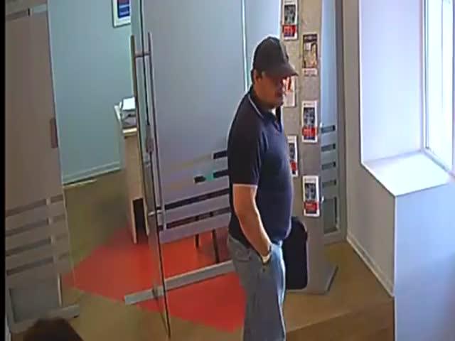 В Твери грабитель вынес из банка 7 миллионов рублей