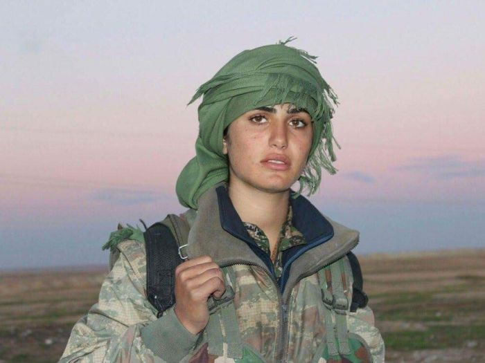 В Сирии погибла «курдская Анджелина Джоли» Асия Сантар (3 фото)