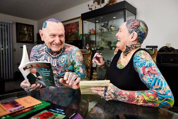 Самые татуированные пенсионеры из Книги рекордов Гиннесса (7 фото)