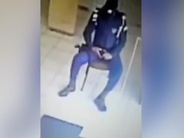 Незадачливый полицейский прострелил себе ногу