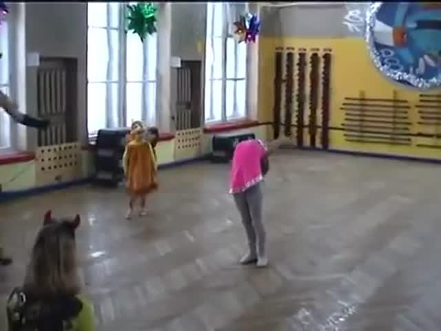 Бельчонок тоже хочет танцевать