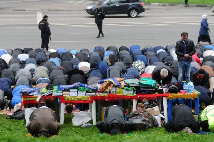 Московские мусульмане празднуют Курбан-байрам (20 фото)