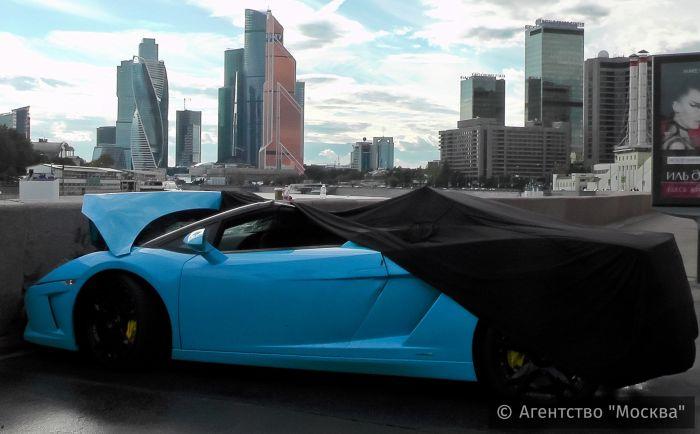 В Москве суперкар Lamborghini врезался во внедорожник BMW (5 фото + видео)